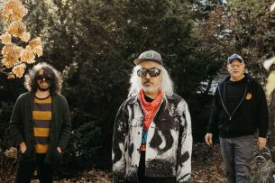 "DINOSAUR JR. präsentieren neues Video zur Single ""Garden"" und kündigen Livestream-Performance am 1. Mai an. Neues Album ""Sweep It Into Space"" erscheint am 23. April bei Jagjaguwar."